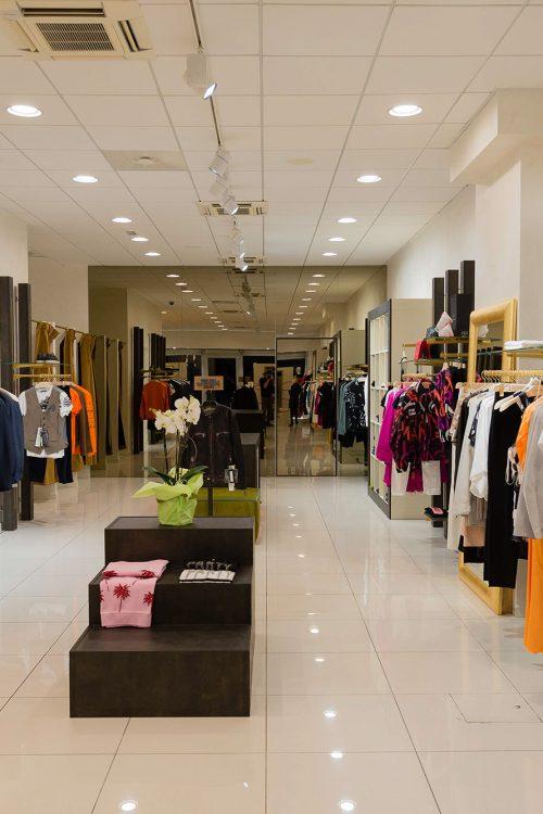 Arredi per boutique di abbigliamento da donna