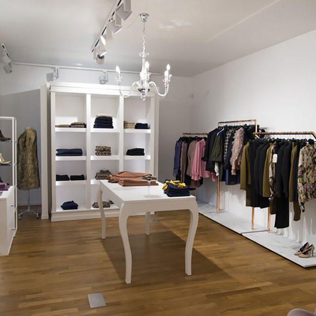 Progettazione arredi per boutique abbigliamento