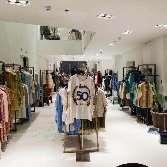 Arredo negozio abbigliamento