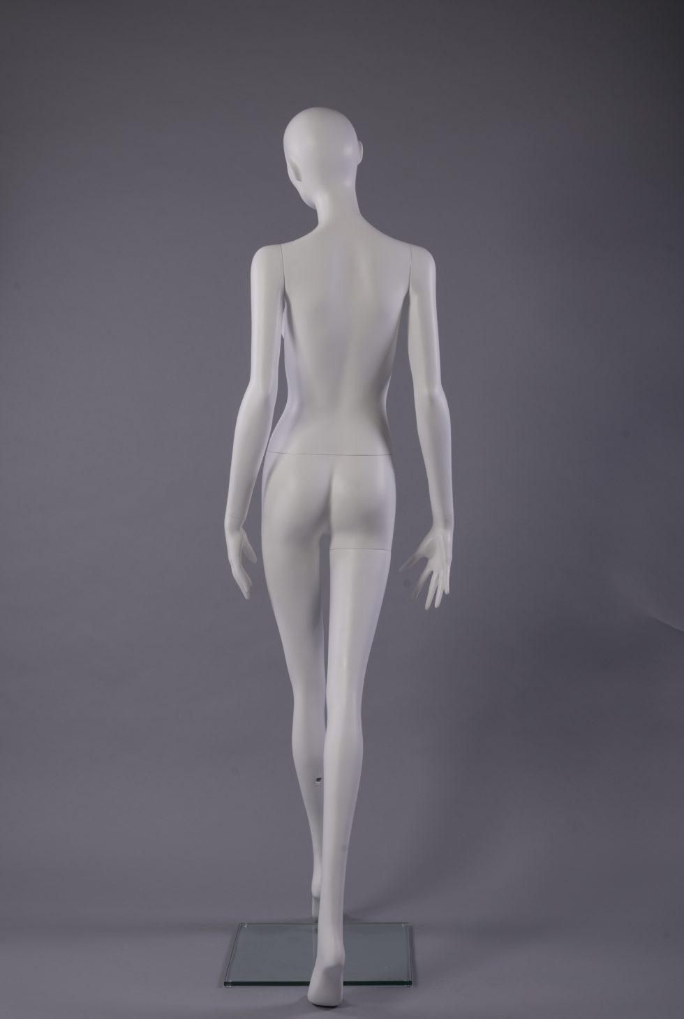 manichino donna stilizzato con ciglia retro
