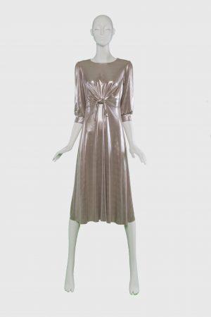 manichino donna stilizzato con ciglia vestito