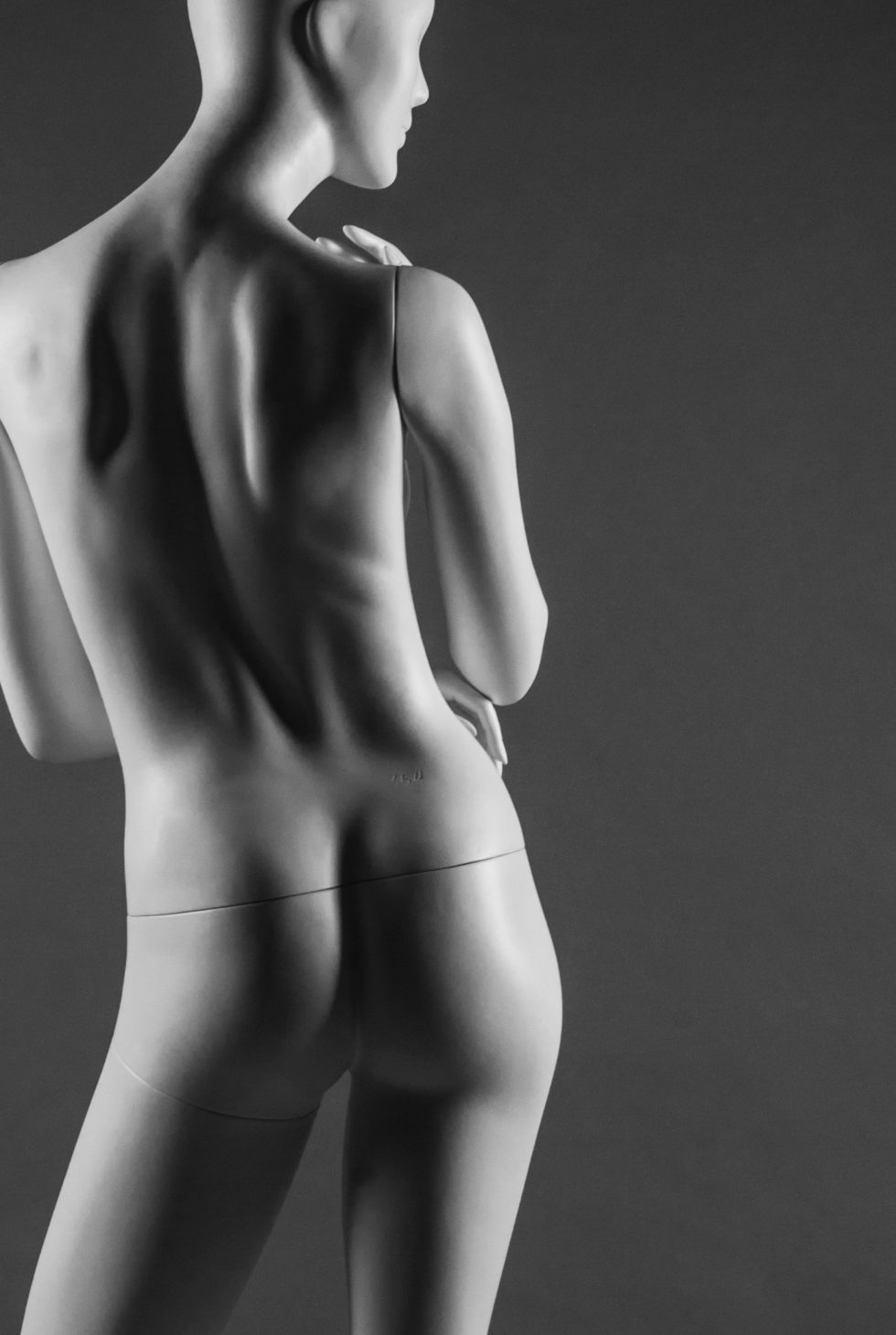 manichino donna stilizzato retro ritaglio