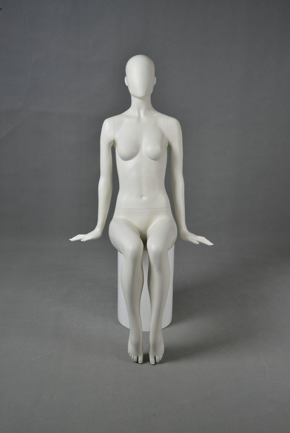 manichino donna stilizzato seduto