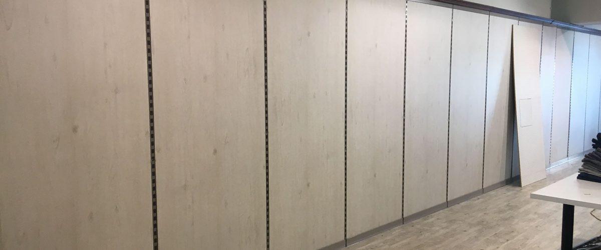 Montaggio parete arredo negozio