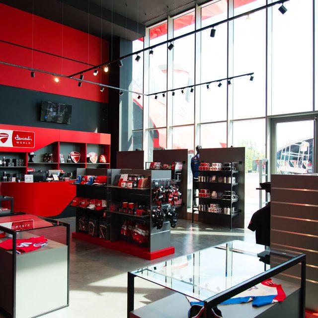 Progettazione negozio di articoli sportivi Ducati