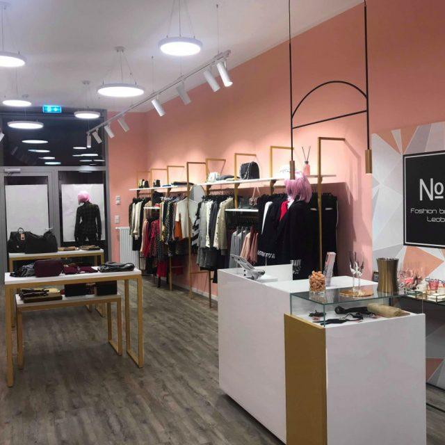 Allestimenti negozio abbigliamento donna