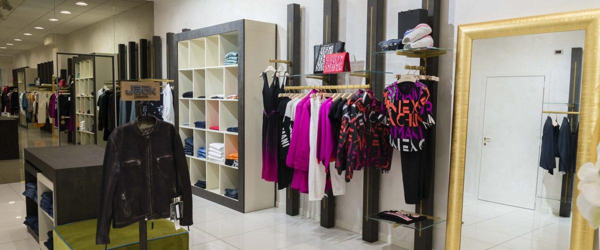 Allestimento interno per negozio di abbigliamento Gabriel