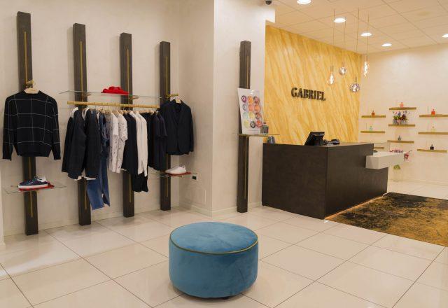 Arredamento color oro per negozio di abbigliamento Gabriel