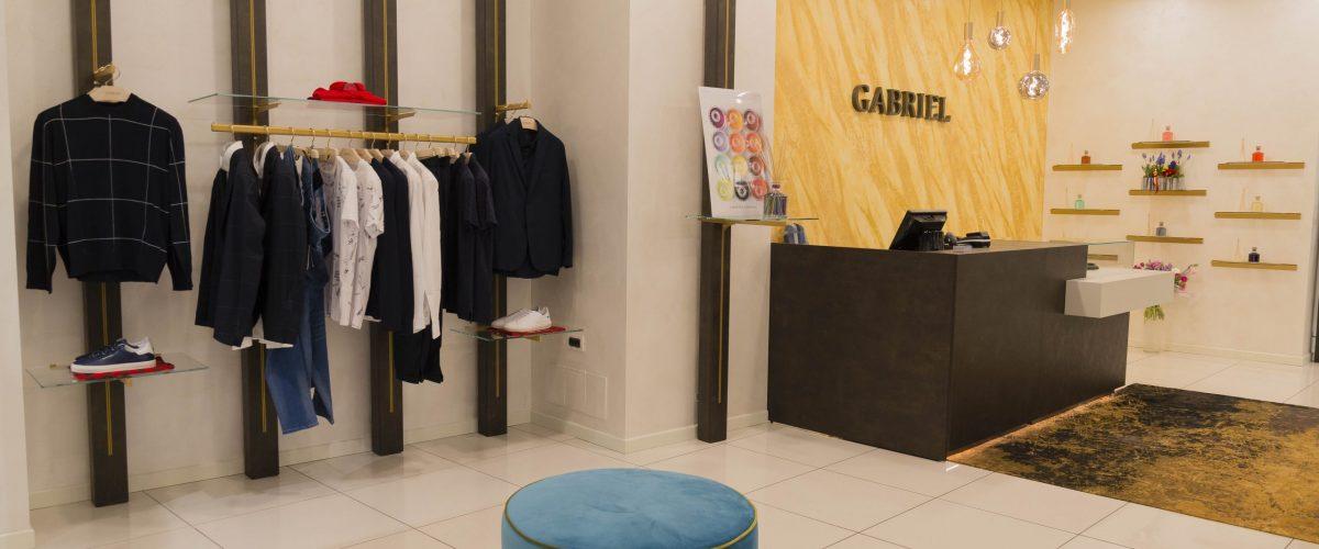 Arredamento minimal per il negozio di abbigliamento Gabriel