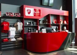 Progetto di arredo per shop Ducati