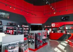 Panoramica arredamento negozio Ducati
