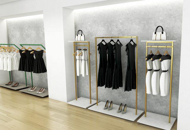 Stender laccati oro per negozio di abbigliamento da donna