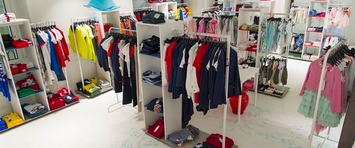 Arredamento negozio di abbigliamento per bambini