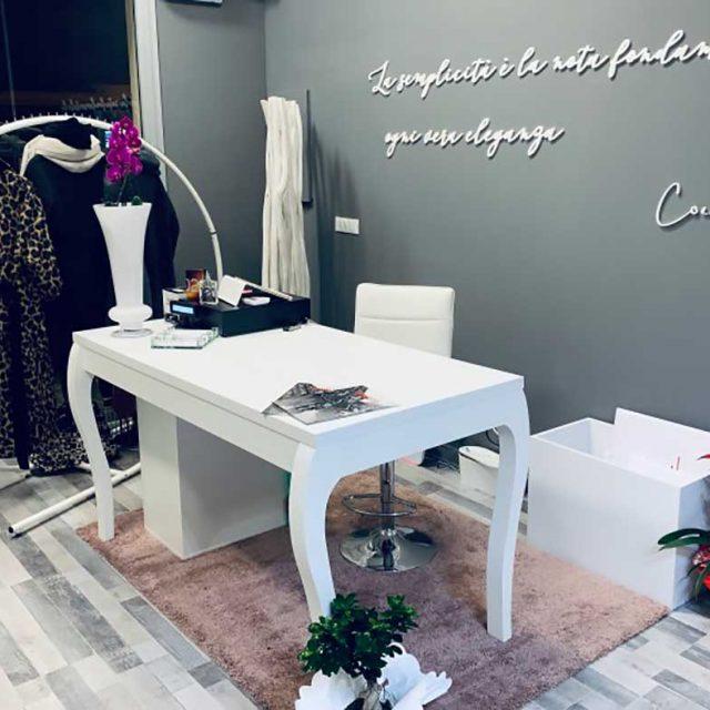 Banco cassa bianco per shop abbigliamento