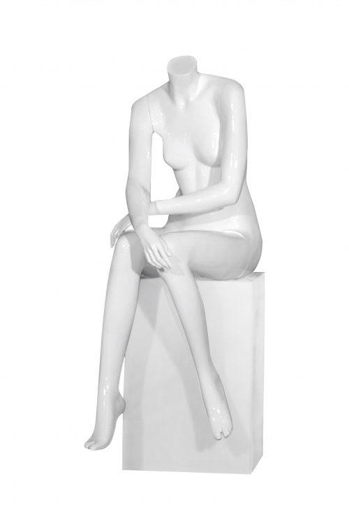 manichino donna senza testa seduta