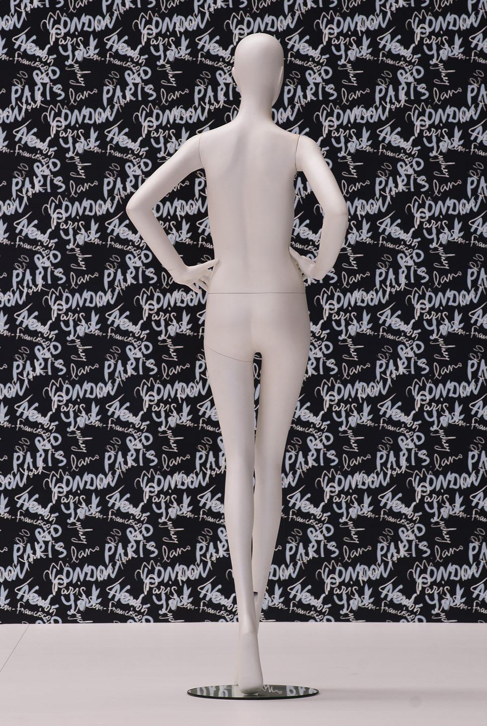 manichino donna stilizzata posteriore